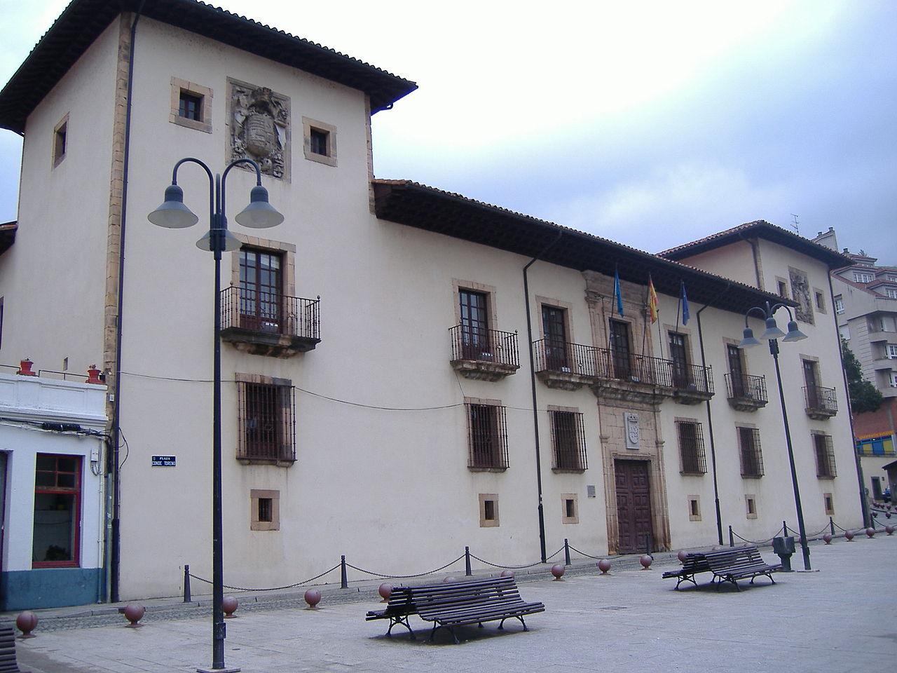 1280px-Cangas_del_narcea_ayuntamiento